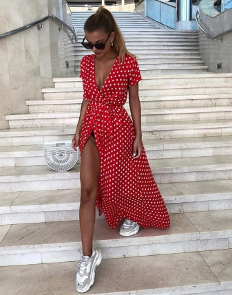 sukienka czerwona w grochy