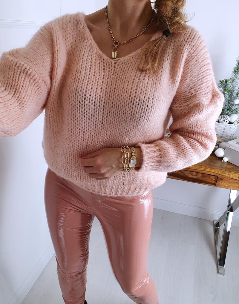 sweter z dekoltem