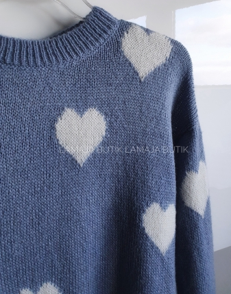niebieski sweterek jeansowy w serduszka lamaja butik2