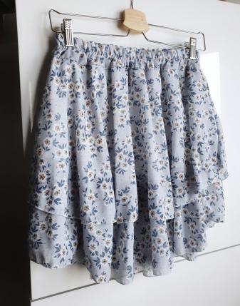 spódniczka niebieska w kwiatki 1