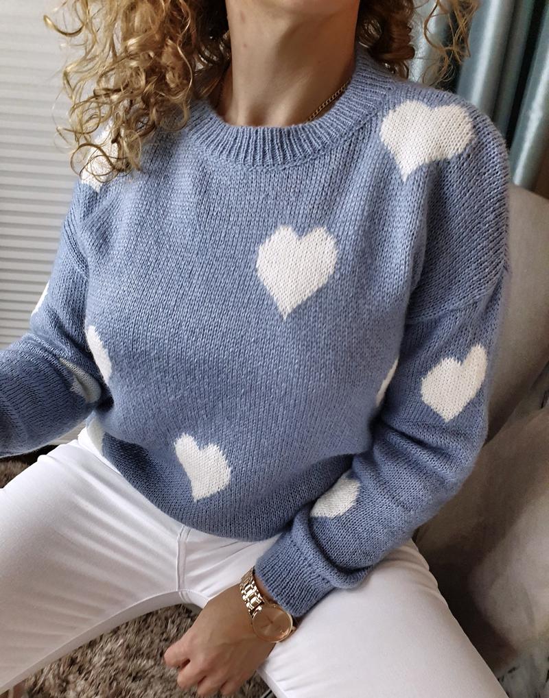 niebieski sweterek jeansowy w serduszka lamaja butik13