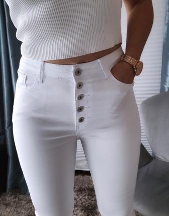 białe spodnie bez dziur z wysokim stanem