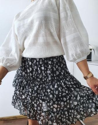 spódniczka mini czarna  w kwiatki10
