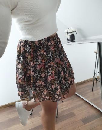 spódniczka mini w kwiatki 9