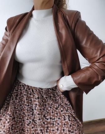 biały sweterek z napami 3