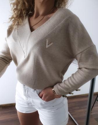 sweter jasny beż z broszką v 1