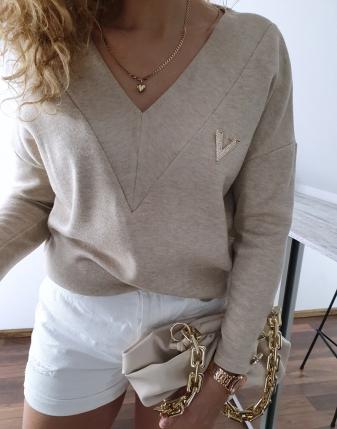 sweter jasny beż z broszką v 3