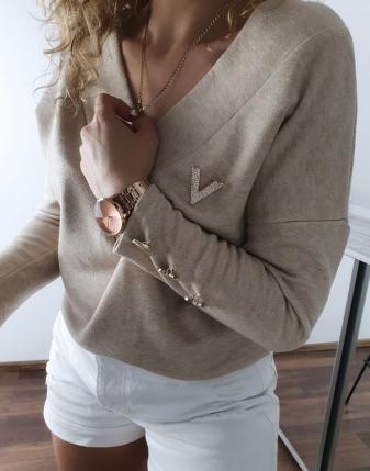 sweter jasny beż z broszką v 4