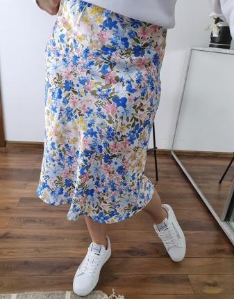 spódnica satynowa w niebieskie kwiatki lamaja 1