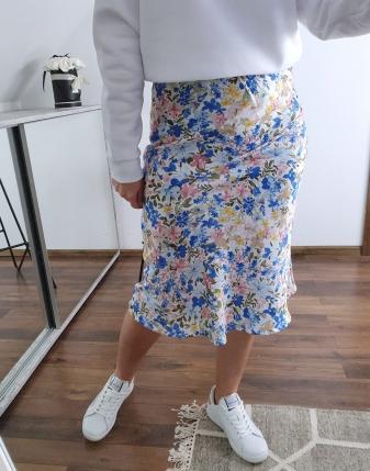 spódnica satynowa w niebieskie kwiatki lamaja  7