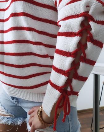 Sweterek biały w czerwone paski2