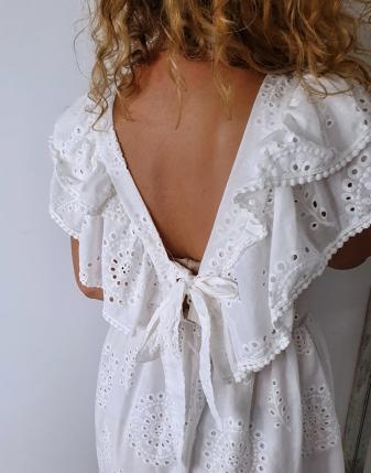 sukienka biała z falbanami 8