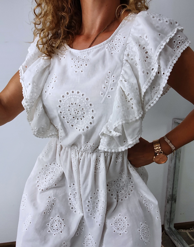 sukienka biała z falbanami 12