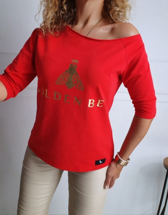 Czerwona bluzka z dekoltem...