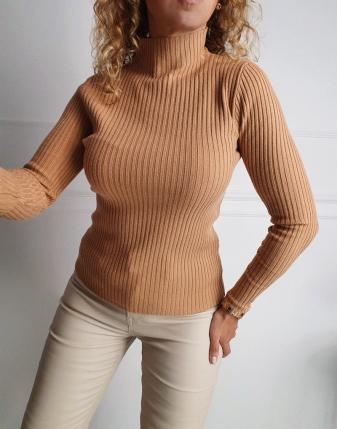 dopasowany sweter z golfem lamaja