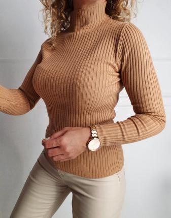 dopasowany sweter z golfem cztery