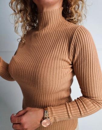 dopasowany sweter z golfem pięć