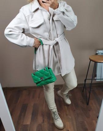 jasny płaszcz  z paskiem