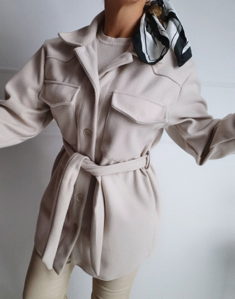 jasny płaszcz  z paskiem 10