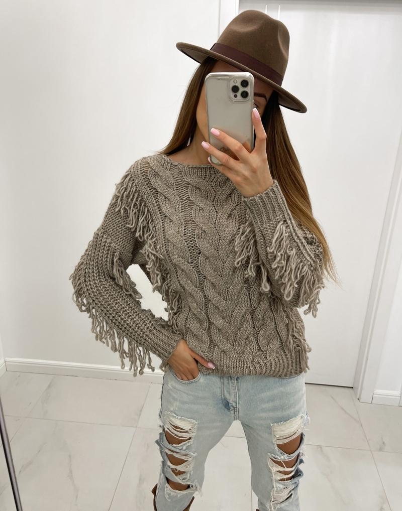 sweter mokka z frędzlami