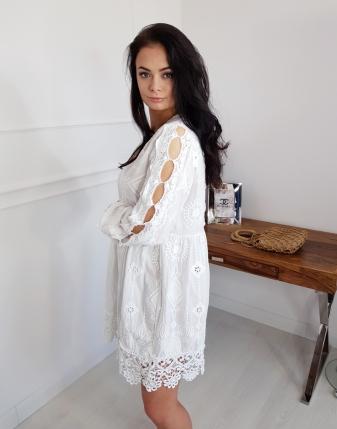 sukienka haftowana biała