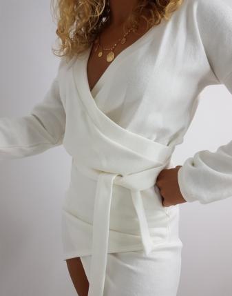 sukienka dzianinowa biała