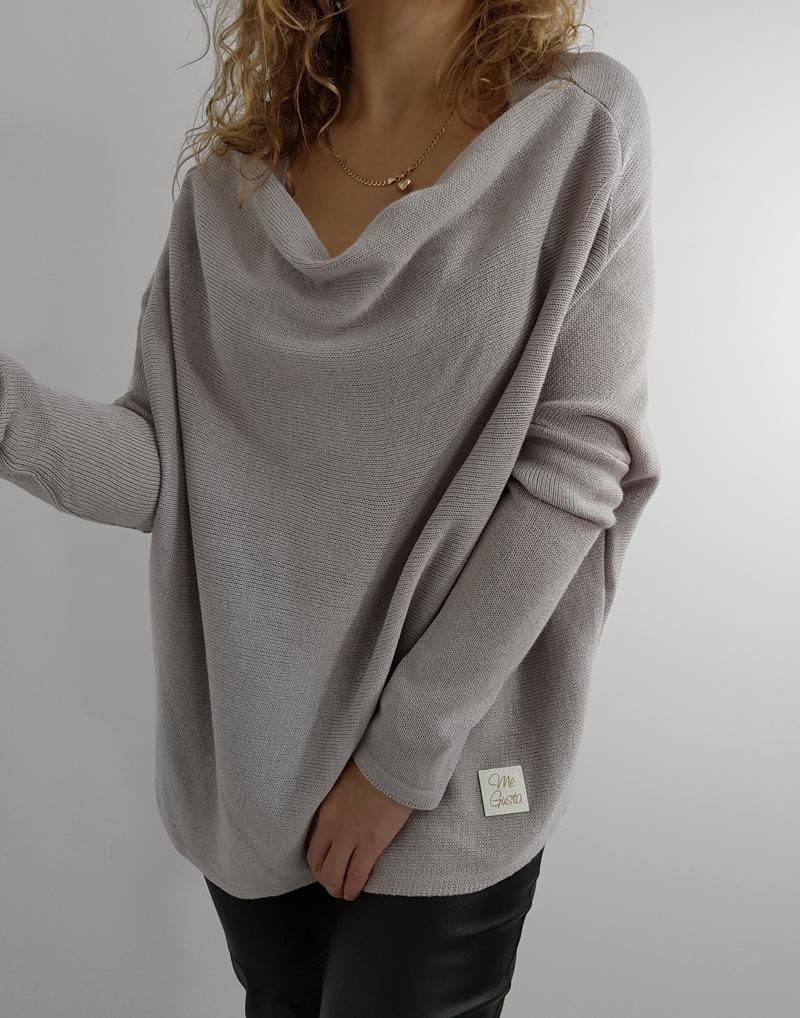 sweter oversize dekolt