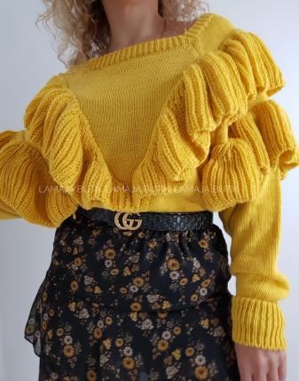 Żółty sweter z falbanami