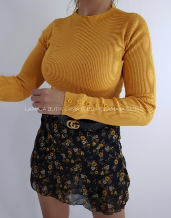 żółty sweterek dopasowany