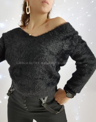 czarny sweter z odkrytymi plecami