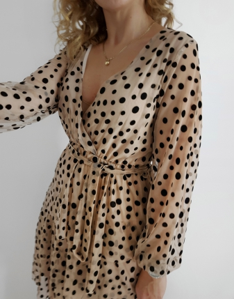 sukienka tiulowa w czarne kropki