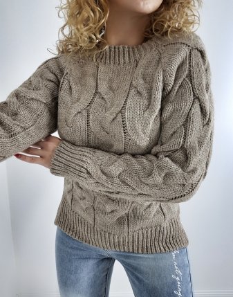 sweter mocca z warkoczami