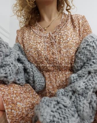 sukienka w beżowe kwiaty łączka