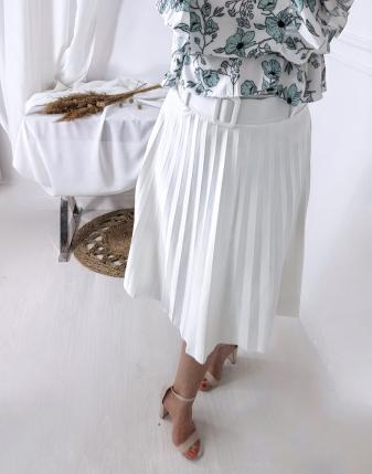 plisowana biała spódnica