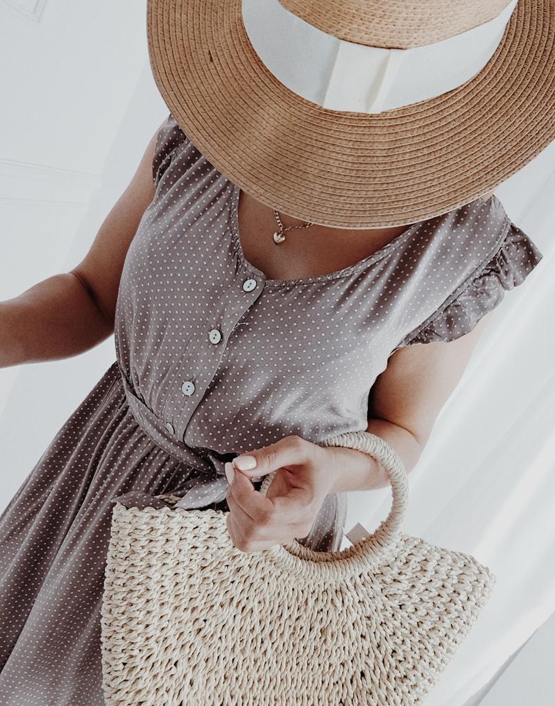 sukienka beżowa w kropki