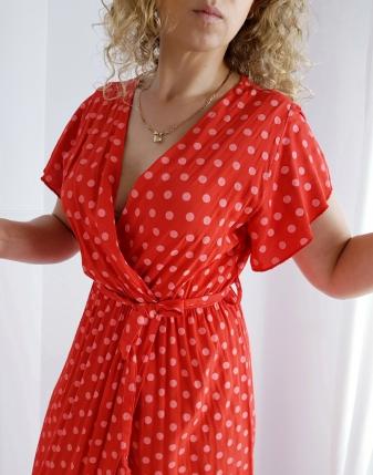długa sukienka w groszki czerwona